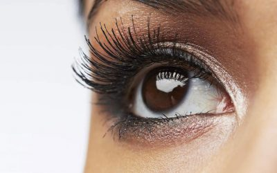 The use of hydroquinone in eyelash extension adhesive