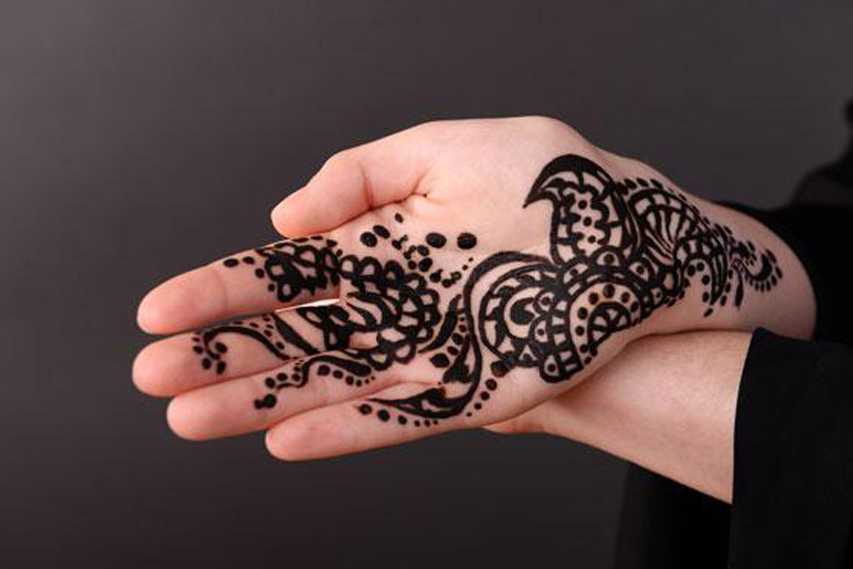 Black Henna: Child Has Severe Reaction To 'Black Henna' Whilst On